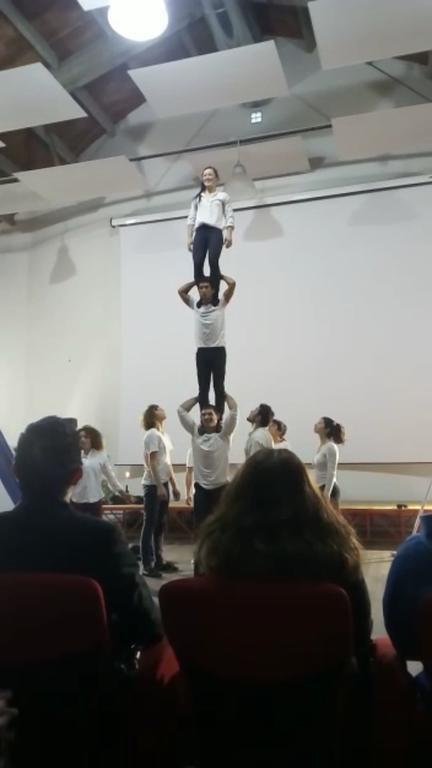Valeria Cultrera, Acrobatica e Prese acrobatiche